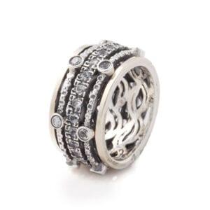 Beautiful spinning ring