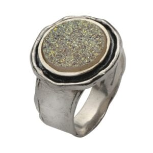Alluring silver ring set with a Druzy gem