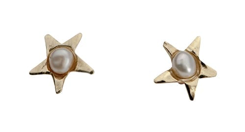 Delicate 9k gold star studs with beautiful Pearls